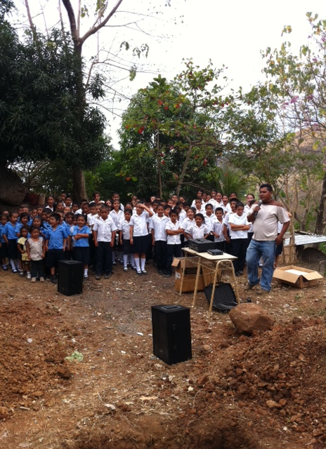The Aguacayo school kids welcomed our team.